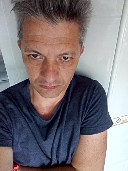 ef-blue-selfie